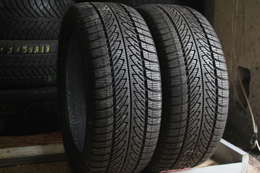 225/45 R17 Goodyear ultragrip 8.  7.1.  12.