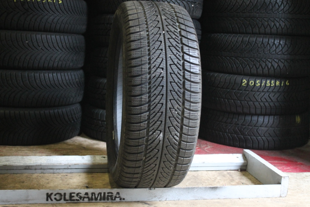 225/55 R17 Goodyear ultragrip 8.  6.5.  15.